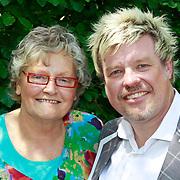 NLD/Hilversum/20110603 - CD presentatie Rene Karst, Rene Karst met moeder Janny Karst