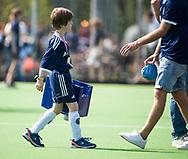 AMSTELVEEN -  Hockey Hoofdklasse heren Pinoke-Amsterdam (3-6). mascotte helpt mee.    COPYRIGHT KOEN SUYK
