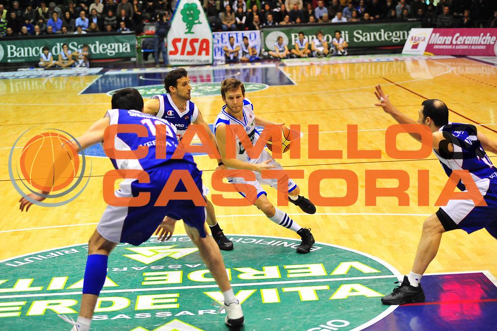 DESCRIZIONE : SASSARI LEGA A 2011-12 DINAMO SASSARI - BENNET CANTU'<br /> GIOCATORE : TRAVIS DIENER<br /> SQUADRA : DINAMO SASSARI - BENNET CANTU'<br /> EVENTO : CAMPIONATO LEGA A 2011-2012 <br /> GARA :  DINAMO SASSARI - BENNET CANTU'<br /> DATA : 28/01/2012<br /> CATEGORIA : PALLEGGIO<br /> SPORT : Pallacanestro <br /> AUTORE : Agenzia Ciamillo-Castoria/M.Turrini<br /> Galleria : Lega Basket A 2011-2012  <br /> Fotonotizia : SASSARI LEGA A 2011-12  DINAMO SASSARI - BENNET CANTU'<br /> Predefinita :