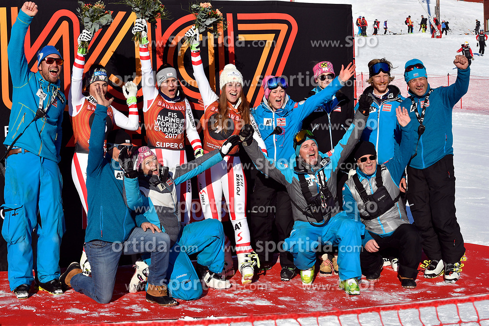 09.03.2017, Are, SWE, FIS Ski Alpin Junioren WM, Are 2017, Damen, Super G, im Bild Nadine Fest, Franziska Gritsch, Dajana Dengscherz mit Team // during Ladies Super G of the FIS Junior World Ski Championships 2017. Are, Sweden on 2017/03/09. EXPA Pictures &copy; 2017, PhotoCredit: EXPA/ Nisse<br /> <br /> *****ATTENTION - OUT of SWE*****