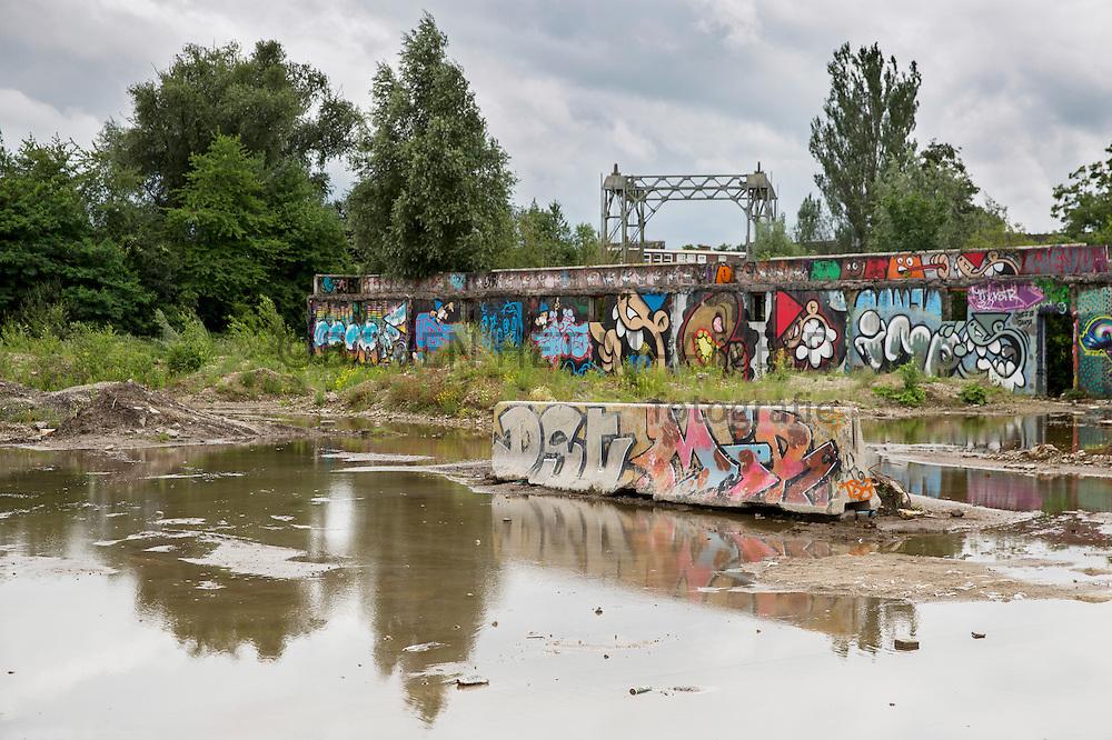 Kruisvaartterrein, voormalig goederenoverslagterrein, achtergrond Hefbrug