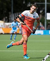 WAALWIJK -  RABO SUPER SERIE. Jonas de Geus (Ned) tijdens  de hockeyinterland heren  Nederland-India,  ter voorbereiding van het EK,  dat vrijdag 18/8 begint.  COPYRIGHT KOEN SUYK