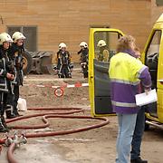 NLD/Huizen/20061106 - Hoofdgasleiding kapot gestoten bouwterrein de Hoftuinen Aristoteleslaan Huizen, overleg