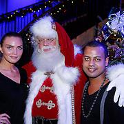 NLD/Hilversum/20121207 - Skyradio Christmas Tree, kim feenstra en partner Michael Mendoza met de kerstman