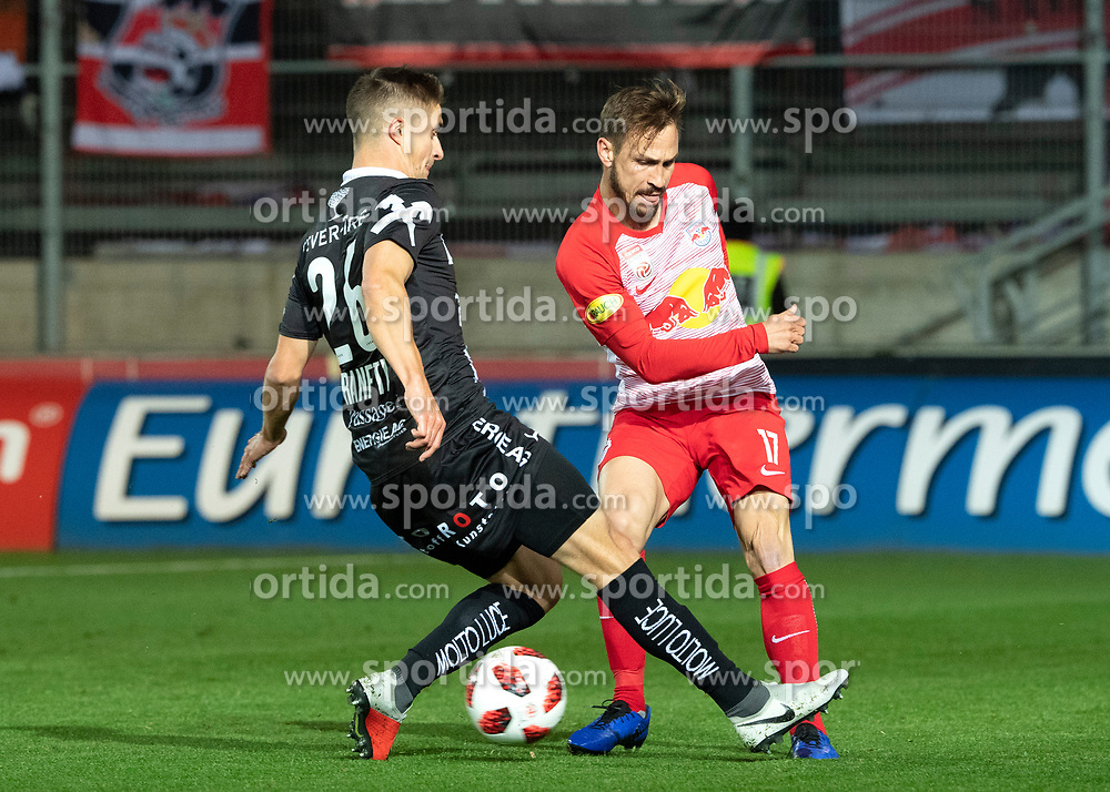 28.10.2018, TGW Arena, Pasching, AUT, 1. FBL, LASK Linz vs FC Red Bull Salzburg, Grunddurchgang, 12. Runde, im Bild v.l. Reinhold Ranftl (LASK), Andreas Ulmer (FC Red Bull Salzburg) // during the Austrian Football Bundesliga 12th round match between LASK Linz and FC Red Bull Salzburg at the TGW Arena in Pasching, Austria on 2018/10/28. EXPA Pictures © 2018, PhotoCredit: EXPA/ Reinhard Eisenbauer
