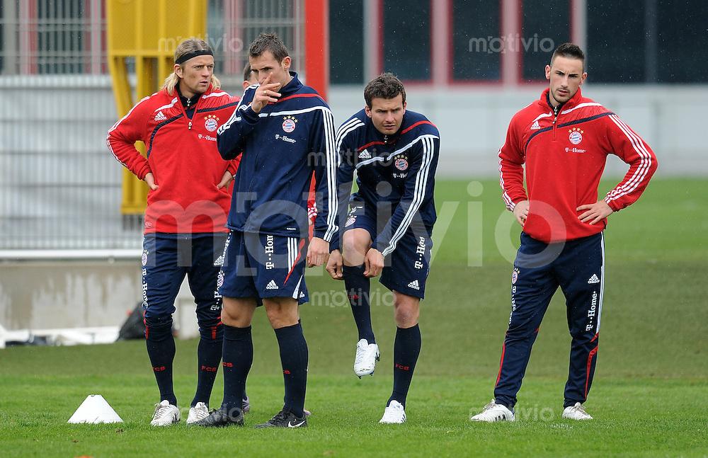 Fussball 1. Bundesliga:  Saison   2009/2010    Training beim FC Bayern Muenchen 14.04.2010 Anatoliy Tymoshchuk, Miroslav Klose, Andreas Goerlitz, Diego Contento (v.li., FCB)