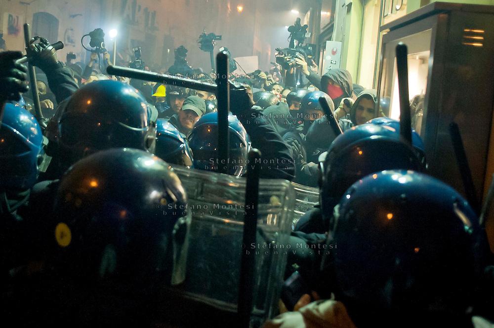 Roma 20 Novembre 2013<br /> No Tav proteste a Roma durante il summit Letta-Hollande. Scontri tra manifestanti e polizia a via dei Giubbonari<br /> Rome  20 Novembre 2013<br /> No TAV protests in Rome during the summit Letta-Hollande, in Rome. Clashes between protesters and police in via dei Giubbonari