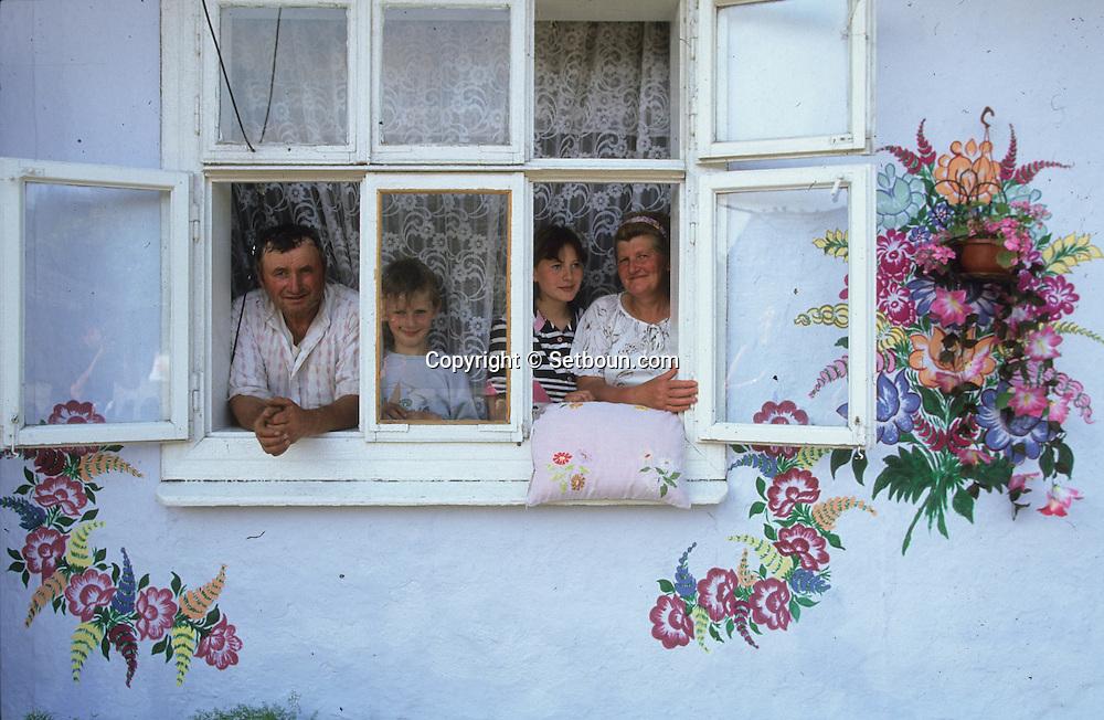 Poland . Zalipie - The women of the small village of zalipie (south of poland) are painting on the walls of their houses.. these women artist are following an old but vanishing tradition. Zalipie Poland / les femmes du village de zalipie dans le sud de la pologne décorent leur maisons de peintures florales et autres motifs. Ancienne tradition