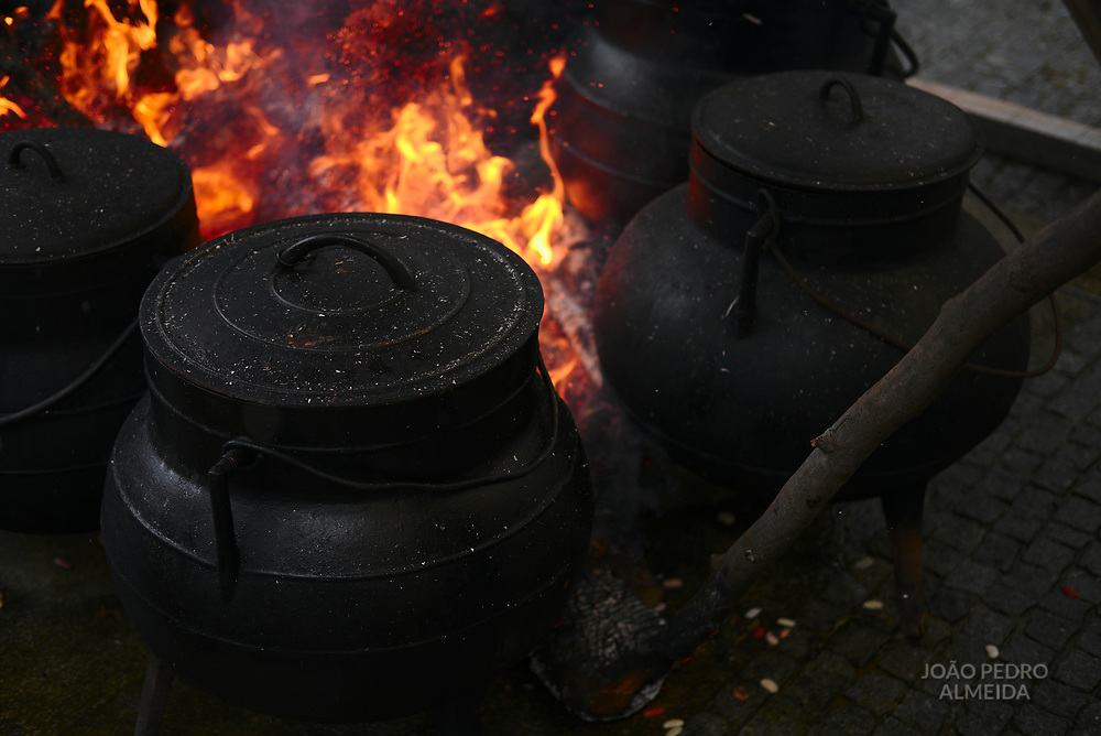 During Carnival Truesday, in the streets of the village, black iron pots over the fire cook a meathy soup for everyone.