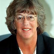 Wethouder Margot Dierick achter haar buro met CDA button