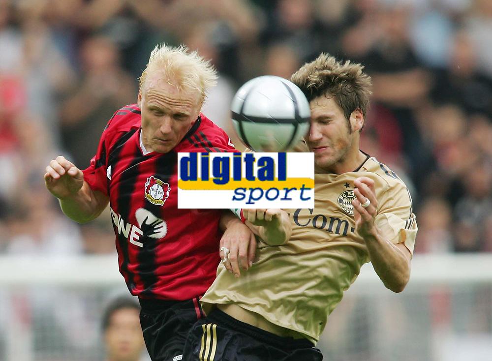 Fotball<br /> Foto: Witters/Digitalsport<br /> NORWAY ONLY<br /> <br /> Bundesliga 2004/2005<br /> v.l. Carsten RAMELOW - Torsten FRINGS Bayern<br /> Bundesliga Bayer 04 Leverkusen - FC Bayern M&uuml;nchen 4:1