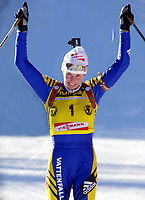 Skiskyting: Verdenscup WC. 16.12.2001 Pokljuka, Slowenien,<br />Die Schwedin Magdalena Forsberg jubelt nach ihrem Sieg am Sonntag (16.12.2001) über die 10 Kilometer beim Biathlon Weltcup im slowenischen Pokljuka.<br /><br />Foto: Digitalsport