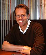 ex Tennis Profi Stefan Edberg (SWE) laechelt  in die Kamera bei einem Interview Termin,Gespraech,Einzelbild,Halbkoerper,Hochformat,<br /> Portrait,privat,