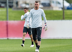 11.04.2018, Taxham, Salzburg, AUT, UEFA EL, FC Salzburg vs SS Lazio Roma, Viertelfinale, Rueckspiel, Abschlusstraining FC Salzburg, im Bild Alexander Walke (FC Salzburg) // Alexander Walke (FC Salzburg) during practice session of FC Salzburg prior to the UEFA Europa League Quarterfinals, 2nd Leg Match between FC Salzburg and SS Lazio Roma at Taxham in Salzburg, Austria on 2018/04/11. EXPA Pictures © 2018, PhotoCredit: EXPA/ Stefan Adelsberger