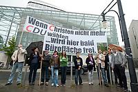 """13 SEP 2010, BERLIN/GERMANY:<br /> Einer Gruppe demonstriert mit Transparenten """"Wenn Christen nicht mehr CDU Waehlen ..."""" """"... wird hier bald Brueroflaeche frei."""" vor Beginn der Sitzung des CDU Praesidiums, vor dem Konrad-Adenauer-Haus, der CDU Bundesgeschaeftsstelle. Ganz rechts: Jacek Thomas Spendel (?), CDU Mitglied und Sprecher einer Gruppe<br /> IMAGE: 20100913-01-027<br /> KEYWORDS: Christen, christlich, Religion, religioes, religiös, Demo, Demonstranten, demonstrieren,  demonstriert"""