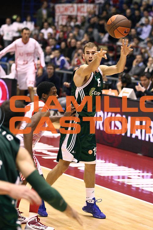 DESCRIZIONE : Milano Eurolega 2010-11 Armani Jeans Milano Panathinaikos Atene<br /> GIOCATORE : Nick Calathes<br /> SQUADRA : Panathinaikos Atene<br /> EVENTO : Eurolega 2010-2011<br /> GARA :  Armani Jeans Milano Panathinaikos Atene<br /> DATA : 18/11/2010<br /> CATEGORIA : Passaggio<br /> SPORT : Pallacanestro <br /> AUTORE : Agenzia Ciamillo-Castoria/G.Cottini<br /> Galleria : Eurolega 2010-2011<br /> Fotonotizia : Milano Eurolega Euroleague 2010-11 Armani Jeans Milano Panathinaikos Atene<br /> Predefinita :