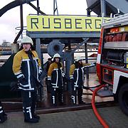 Zandzuiger de Rijsbergen aan het zinken oude haven Huizen, brandweer, pompen, brandweerauto, machine, fout, maritiem, kade, pomp,