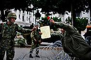 Tunisi, Africa, 20 gennaio 2011. Un manifestante porge un fiore ad un soldato tunisino durante una manifestazione contro il neo-governo tunisino che si è appena insediato dopo la caduta del presidente Zine el Abidine Ben Ali e del suo partito RCD. L'esercito continua a predidiare le strade con carri armati e mezzi blindati e il coprifuoco è ancora in vigore..Ph. Roberto Salomone Ag. Controluce.AFRICA - A protestor handles a flower to a tunisian soldier during a rally against the new tunisian government in Tunis on January 20, 2011. Tunisian army continues to patrol the streets of Tunis with tanks and the curfew is still on going.