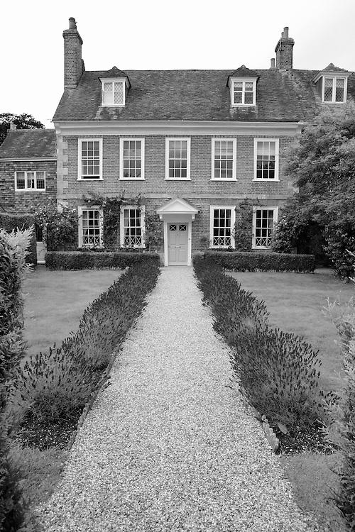 Georgian Home Pebble Walkway - Salisbury, UK - Black & White