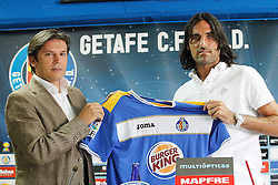 04.07.2011, Getafe, ESP, Primera Division, FC Getafe, Spielerpräsentation, im Bild Getafe's new player Juan Rodriguez (r) with the General Manager Toni Munoz during his official presentation. July 4, 2011. EXPA Pictures © 2011, PhotoCredit: EXPA/ Alterphotos/ Acero +++++ ATTENTION - OUT OF SPAIN / ESP +++++