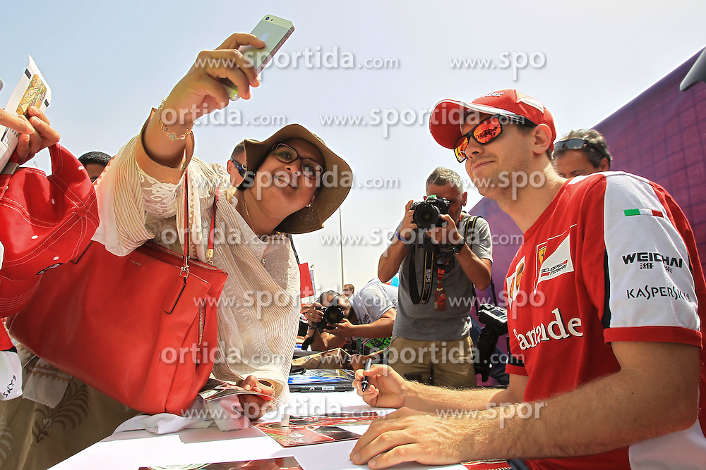18.04.2015, International Circuit, Sakhir, BHR, FIA, Formel 1, Grand Prix von Bahrain, Qualifying, im Bild Sebastian Vettel (GER) Ferrari takes a selfie with the fans // during Qualifying of the FIA Formula One Bahrain Grand Prix at the International Circuit in Sakhir, Bahrain on 2015/04/18. EXPA Pictures &copy; 2015, PhotoCredit: EXPA/ Sutton Images/ Mirko Stange<br /> <br /> *****ATTENTION - for AUT, SLO, CRO, SRB, BIH, MAZ only*****