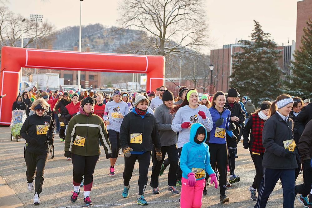 Bluffs; morning; November; Outside; Running; Socializing; Sport; sunny; Walking