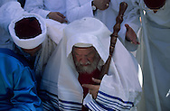 "= the great priest The Samaritans during ""Pessah""' (Easter) sacrifice on Mount Gerizim    Israel   (israelite tribe),  near Sekhem  /// Les Samaritains, sacrifice de paques sur le mont  Gerizim (Sekhem)   Israel , arrivee du grand pretre +"