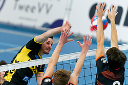 26-10-2019 NED: Talentteam Papendal - Draisma Dynamo, Ede<br /> Round 4 of Eredivisie volleyball - Renzo Verschuren #9 of Dynamo