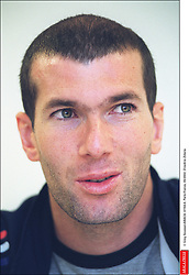 © Greg Soussan/ABACA. 41164-6. Paris-France, 05/2002. Zinedine Zidane.  Zidane Zinedine Seule Seul Seuls Seules Alone France Frankreich Ile-de-France Paris Headshot Portraits Portrait Headshots Head Shot Head Shots Vertical Vertical  | 41164_06