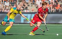 AMSTELVEEN - Gauthier Boccard (Belgie)  met Matthew Swann (Austr.)   tijdens  de finale   Australie-Belgie (3-2) ,  bij  de Pro League Grand Final hockeywedstrijd heren.COPYRIGHT KOEN SUYK