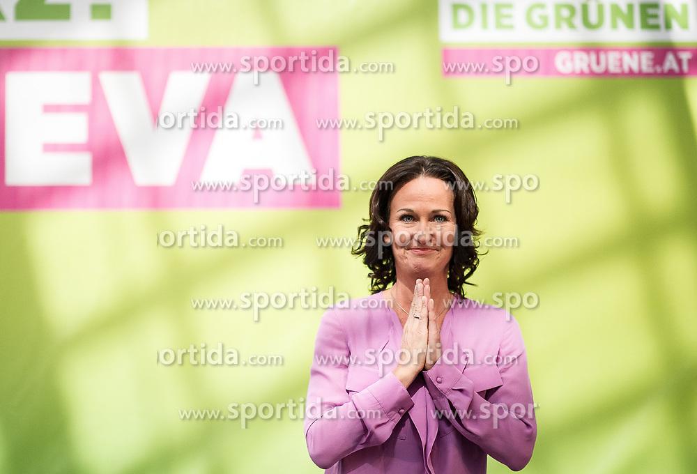 18.05.2017, Wien, AUT, Grüne, Klubobfrau Eva Glawischnig gab bei einer Pressekonfernz am 18.05.2016 um 10:00 Uhr ihren Rücktritt bekannt. im Bild Archivbild Spitzenkandidatin der Gruenen Eva Glawischnig am 28.09.2013 beim Wahlkampfabschluss zur Nationalratswahl 2013 // FILEPHOTO of Leader of the parliamentary group the greens Eva Glawischnig during election campaign finish of the green party at Palmenhaus in Vienna, Austria on 2013/09/28, Leader of the parliamentary group Eva Glawischnig (greens) resigned on 2017/05/18 from all political duties. EXPA Pictures © 2017, PhotoCredit: EXPA/ Michael Gruber