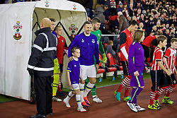 SOUTHAMPTON, ENGLAND - Saturday, November 19, 2016: Everton's captain Phil Jagielka walks out with a mascot before the FA Premier League match against Southampton at St. Mary's Stadium. (Pic by David Rawcliffe/Propaganda)