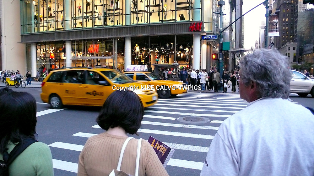 Between 5 and 7 pm, New York experiments its evenning rush hour, where all commuters and city workers go back home.