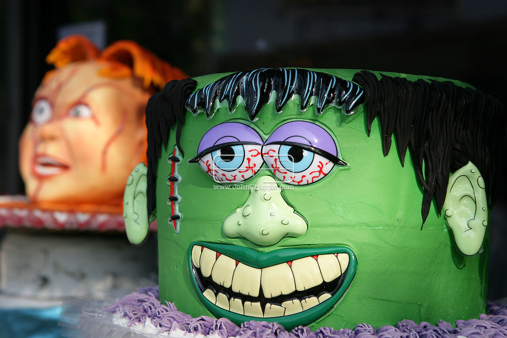 26th October 2007. Los Angeles, California. Americans love Halloween, and it shows. For those who celebrate it, this ghoulish occasion has become one of the year's most expensive holidays. One Los Angeles bakery is producing scary treats in the form of Halloween cakes. Selling for nearly US $500.00 each, the hand crafted sugar coated delights resemble some people's worst nightmare. Hansen's Cakes in Los Angeles are cashing in on the multi billion-dollar Halloween industry, which in 2006 saw American's spend $4.96 billion on Halloween costumes alone.PHOTO © JOHN CHAPPLE / REBEL IMAGES  Tel: 310 570 9100.