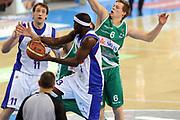 DESCRIZIONE : Torino Coppa Italia Final Eight 2012 Quarto di Finale Bennet Cantu Sidigas Avellino<br /> GIOCATORE : Doron Perkins<br /> SQUADRA : Bennet Cantu <br /> EVENTO : Suisse Gas Basket Coppa Italia Final Eight 2012<br /> GARA : Bennet Cantu Sidigas Avellino<br /> DATA : 17/02/2012<br /> CATEGORIA : passaggio<br /> SPORT : Pallacanestro<br /> AUTORE : Agenzia Ciamillo-Castoria/GiulioCiamillo<br /> Galleria : Final Eight Coppa Italia 2012<br /> Fotonotizia : Torino Coppa Italia Final Eight 2012 Quarto di Finale Bennet Cantu Sidigas Avellino<br /> Predefinita :