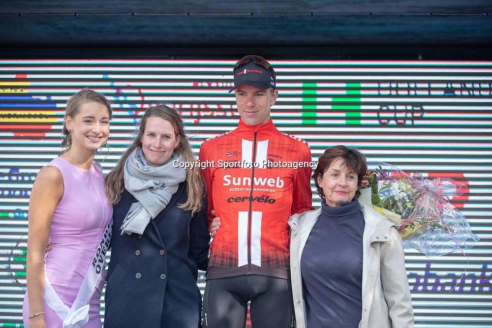 04-05-2019: Wielrennen: Ronde van Overijssel: Rijssen<br />Nils Eekhof wint de Gijs Verdick prijs als beste jongere