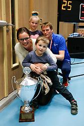 20180218 NED: Bekerfinale Eurosped - Sliedrecht Sport, Hoogeveen <br />Matt van Wezel met vrouw en kinderen en de gewonnen beker. <br />&copy;2018-FotoHoogendoorn.nl
