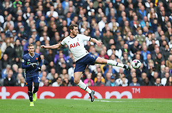 Jan Vertonghen of Tottenham Hotspur passes the ball unconventionally - Mandatory by-line: Arron Gent/JMP - 19/10/2019 - FOOTBALL - Tottenham Hotspur Stadium - London, England - Tottenham Hotspur v Watford - Premier League