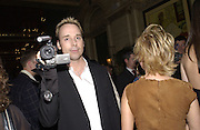 David Furnish filming. Mary J. Blige launch aids fundraising lipstick from Mac.  Criterion. 22 April 2002. © Copyright Photograph by Dafydd Jones 66 Stockwell Park Rd. London SW9 0DA Tel 020 7733 0108 www.dafjones.com