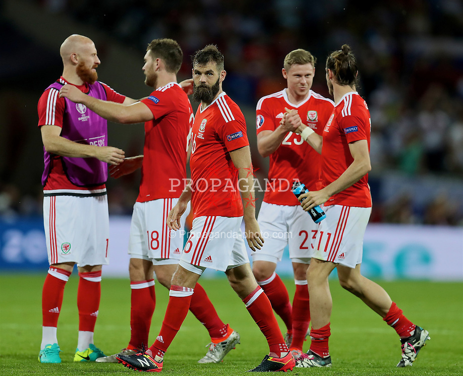 TOULOUSE, FRANCE - Monday, June 20, 2016: Wales' James Collins, Sam Vokes, Joe Ledley, Simon Church and Gareth Bale celebrate the 3-0 victory over Russia and reaching the knock-out stage during the final Group B UEFA Euro 2016 Championship match at Stadium de Toulouse. (Pic by David Rawcliffe/Propaganda)