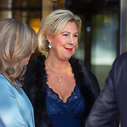 NLD/Amsterdam/20150926 - Afsluiting viering 200 jaar Koninkrijk der Nederlanden, Johan W. Remkes rokend met partner