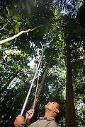 Linhares_ES, Brasil...Entomologista da Reserva Natural da CVRD em Linhares, Espirito Santo...The entomologist of the CRVD Natural Reserve in Linhares, Espirito Santo...Foto: LEO DRUMOND / NITRO