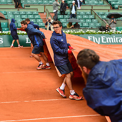 The covers come on as rain starts to fall during Day 11 of the French Open 2018 on June 6, 2018 in Paris, France. (Photo by Dave Winter/Icon Sport)