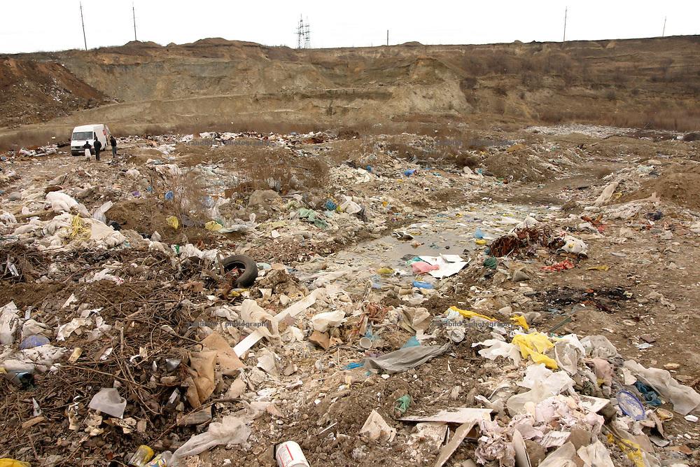 Eine illegale Müllkippe am Stadtrand der moldauischen Hauptstadt Chisinau. / An illegal waste dump in the suburb of Chisinau, capital of Moldova.