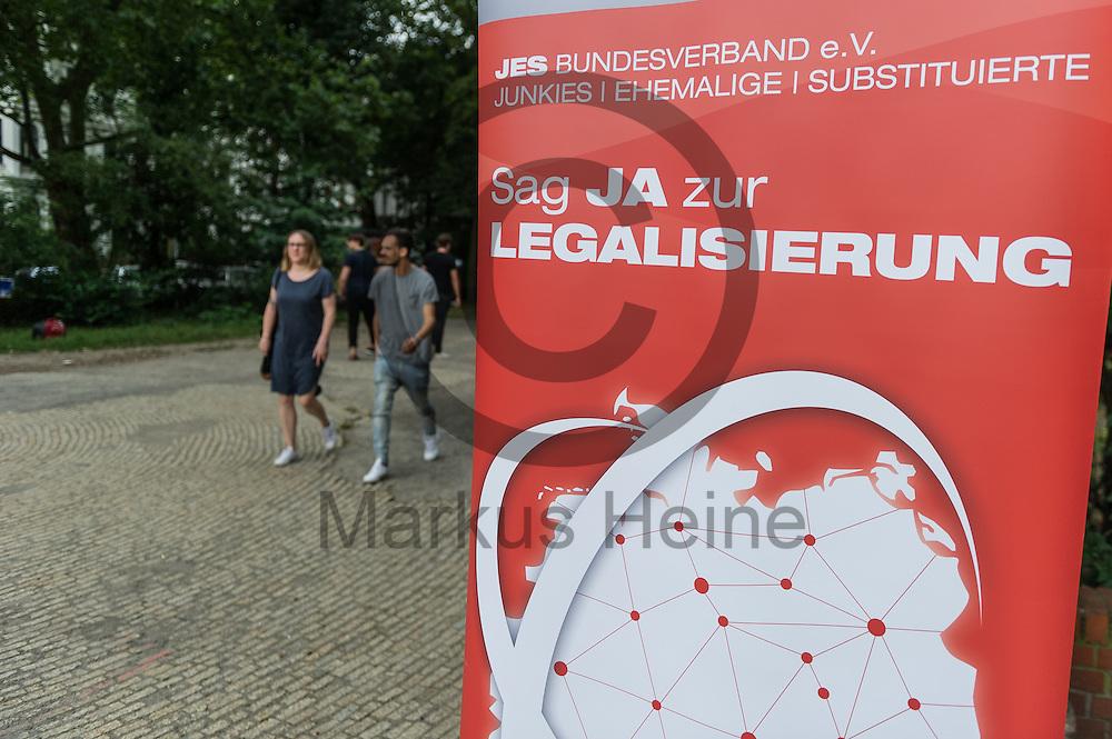 &quot;Sag Ja zur Legalisierung&quot; steht w&auml;hrend dem Internationaler Gedenktag f&uuml;r verstorbene Drogengebraucher_innen am 21.07.2016 in Berlin, Deutschland auf einem Transparent. An dem internationalen Gedenktag wird Weltweit an die Drogentoten gedacht und Informiert. Foto: Markus Heine / heineimaging<br /> <br /> ------------------------------<br /> <br /> Ver&ouml;ffentlichung nur mit Fotografennennung, sowie gegen Honorar und Belegexemplar.<br /> <br /> Bankverbindung:<br /> IBAN: DE65660908000004437497<br /> BIC CODE: GENODE61BBB<br /> Badische Beamten Bank Karlsruhe<br /> <br /> USt-IdNr: DE291853306<br /> <br /> Please note:<br /> All rights reserved! Don't publish without copyright!<br /> <br /> Stand: 07.2016<br /> <br /> ------------------------------