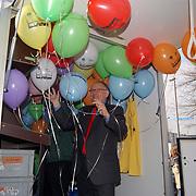Ingebruikname nieuwe chemokar GAD Bussum, Frans Kolk met ballonnen