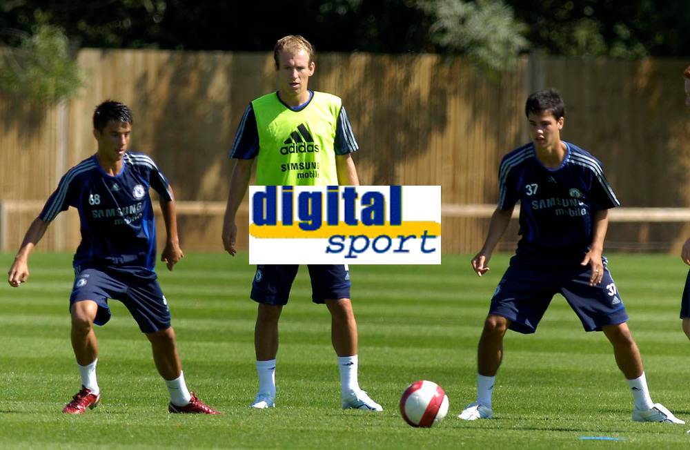 Photo: Daniel Hambury.<br />Chelsea Training Session. The Barclays Premiership. 24/07/2006.<br />Arjen Robben (centre) during training.