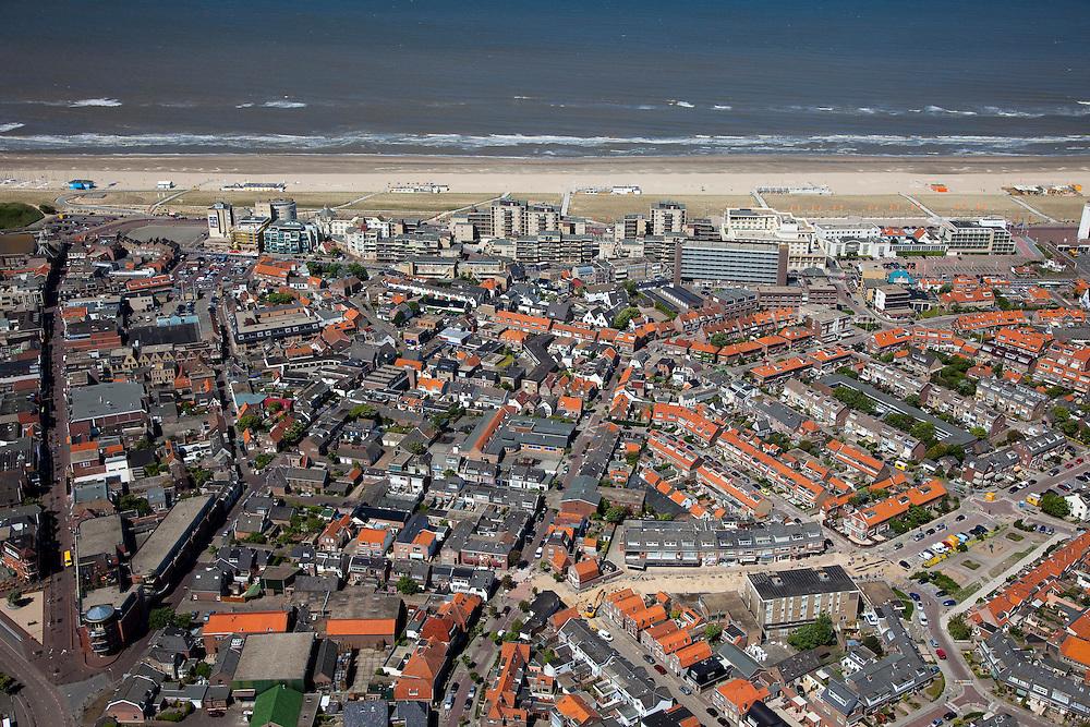 Nederland, Zuid-Holland, Noordwijk, 12-05-2009; Boulevard van de badplaats het Noordzeestrand.Swart collectie, luchtfoto (toeslag); Swart Collection, aerial photo (additional fee required).foto Siebe Swart / photo Siebe Swart