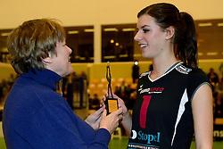 30-12-2014 NED: Uitreiking Ingrid Visser en Volleybalkrant Award 2014, Almelo<br /> Volleybalkrant organiseert voor de tweede keer de beste volleyballer en volleybalster. De Ingrid Visser en de Volleybalkrant awards werden uitgereikt door Patsy Visser, de moeder van Ingrid Visser / Britt Bongaerts, beste talent 2014