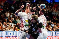 20.01.2020, Wiener Stadthalle, Wien, AUT, EHF Euro 2020, Weissrussland vs Spanien, Hauptrunde, Gruppe I, im Bild v. l. Uladzislau Klesh (BLR), Julen Aguinagalde Aquizu (ESP), Artsem Karalek (BLR) // f. l. Uladzislau Klesh (BLR) Julen Aguinagalde Aquizu (ESP) Artsem Karalek (BLR) during the EHF 2020 European Handball Championship, main round group I match between Belarus and Spain at the Wiener Stadthalle in Wien, Austria on 2020/01/20. EXPA Pictures © 2020, PhotoCredit: EXPA/ Florian Schroetter